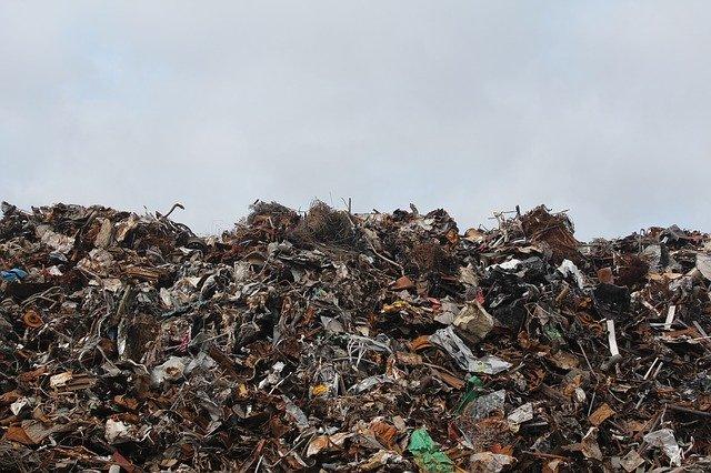 Gestione illecita di rifiuti, la delega formale non basta per affermare la responsabilità